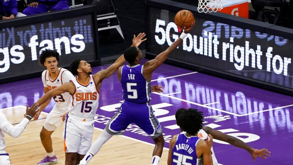 Fox and Kings hold off Suns 106-103 in home opener | abc10.com
