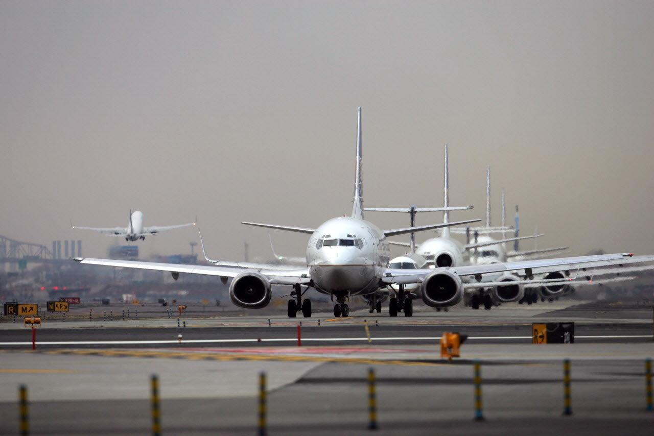 https://i2.wp.com/media.advance.net/entertainment_news_national_desk/photo/planes-await-takeoff-at-newark-liberty-international-airport-d8e57ee955909d20.jpg