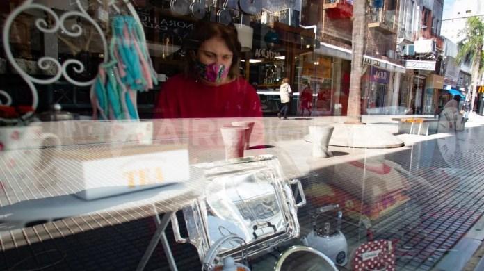 Los comerciantes de Santa Fe volvieron a abrir las puertas este lunes pero sin un protocolo oficial.