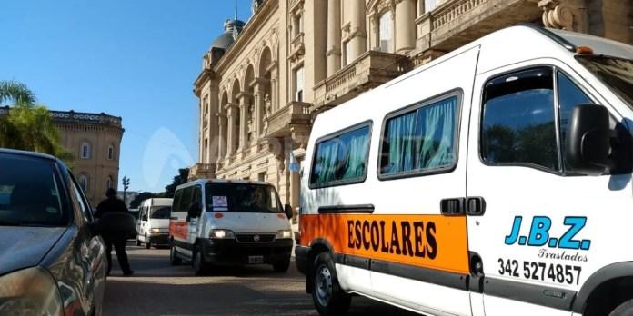 Los transportistas escolares realizaron un bocinazo alrededor de la Casa de Gobierno.