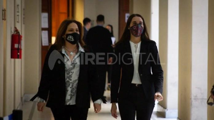 La fiscal Bárbara Ilera (der) interviene en la causa contra la empleada doméstica extorsionadora en Santa Fe.