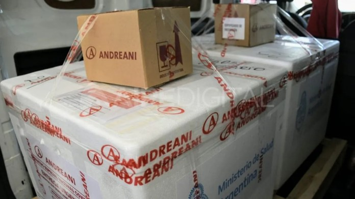 Las vacunas fueron transportadas por la empresa Andreani a todo el país en conservadoras de frío de 60 litros de capacidad, refrigeradas a una temperatura inferior a -18°C.