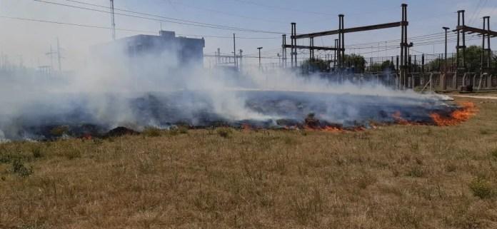 El fuego desatado este domingo en el predio de la EPE en la ciudad de Santa Fe pudo ser controlado