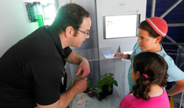 A guide explains Rosetta Green tech to young museum visitors.