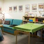 Rum med soffa och bord