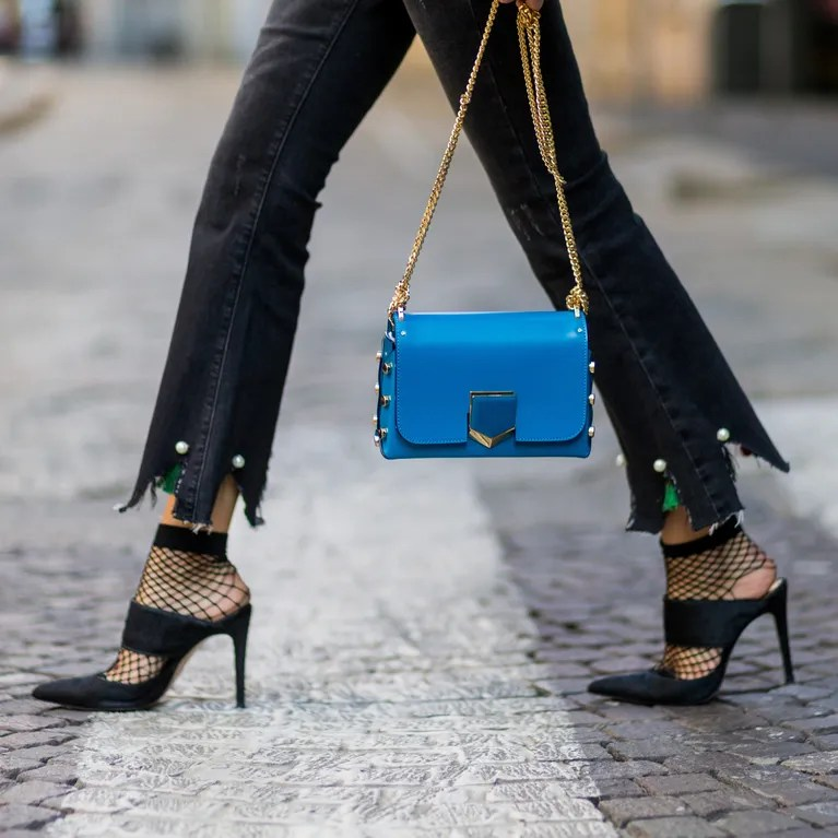 Resultado de imagen de plus size outfit 2018 with black fishnet tights