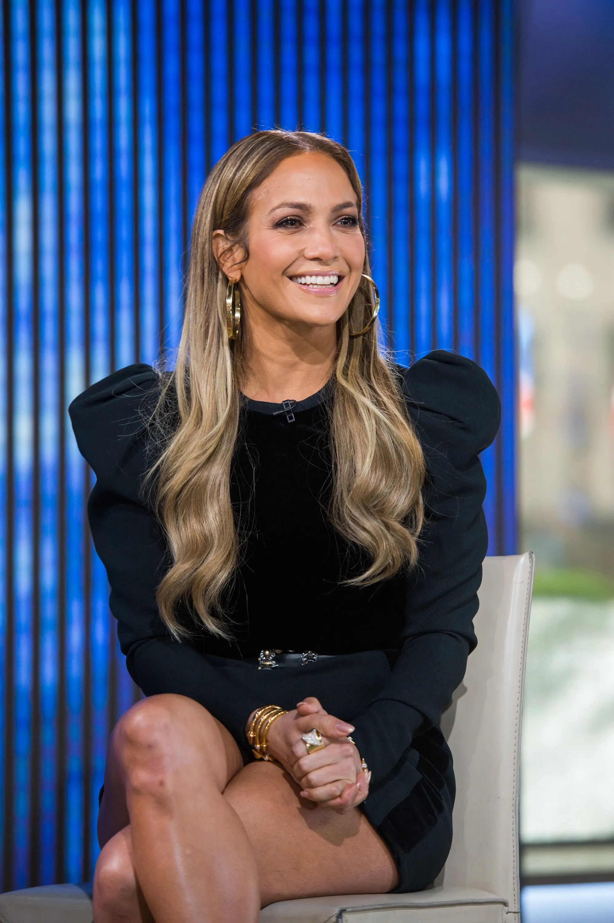 Jennifer Lopez Goes Makeup Free On Instagram And Looks
