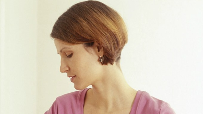 """why you should just say no to the """"mom bob"""" haircut   allure"""