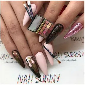 This Nail Artist Did A 3d Manicure Of One Huda Beauty S Best Selling Palettes