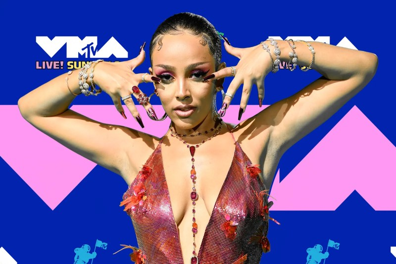 Doja Cat Wore a Long Braid to the 2020 MTV Video Music Awards | Allure