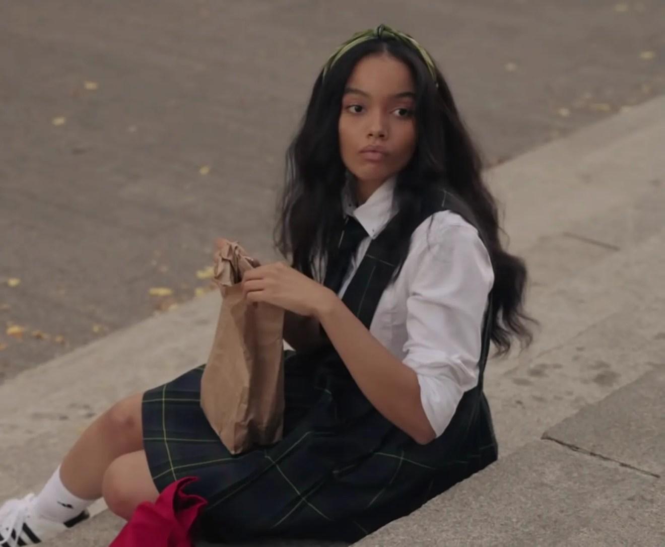gossip girl zoya wavy hair and green headband