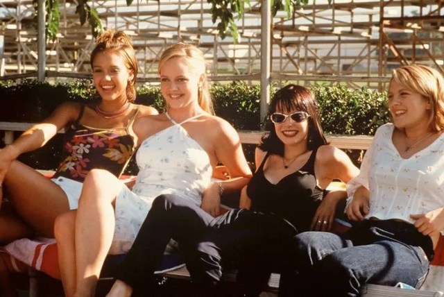The cast of Never Been Kissed sitting on a bench