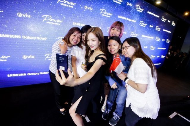 Park Min Young takes a wefie with her fans at the Samsung Galaxy Exclusive Launch Party on Friday evening. Credit: Samsung