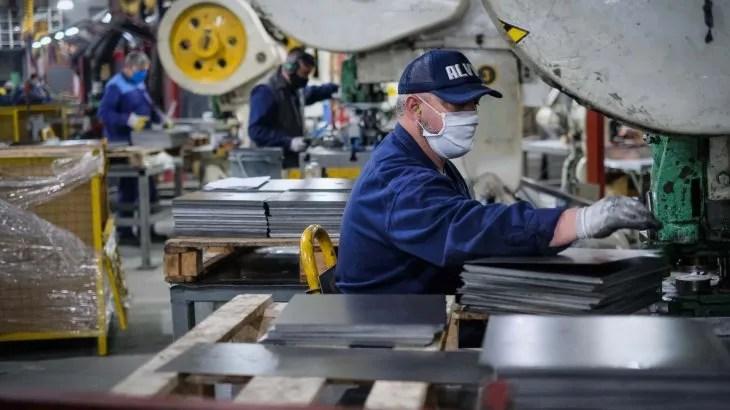 En el Gobierno detectan una reactivación económica en V: ¿cuáles son los sectores que la impulsan?