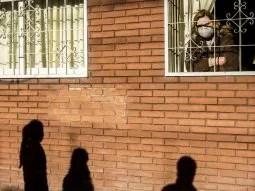Según la medida oficial, laCiudad de Buenos Airesy distintos municipios del país volverán a una situación de confinamiento similar a la de la última semana de marzo cuando se decretó el inicio de la cuarentena.