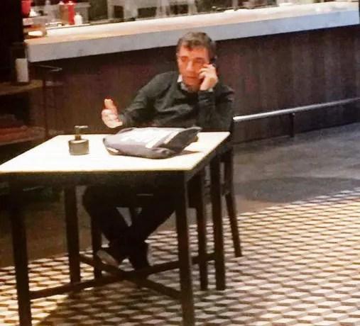 """Café. Fabián """"Pepín"""" Rodríguez Simón en un café en Montevideo, donde dijo que pedirá refugio por ser """"perseguido""""."""