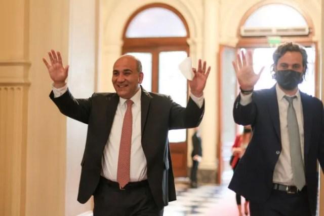 Juan Manzur junto a Santiago Cafiero.