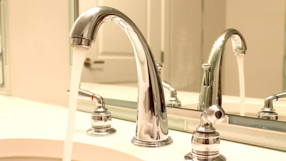 how to change a sink faucet aerator