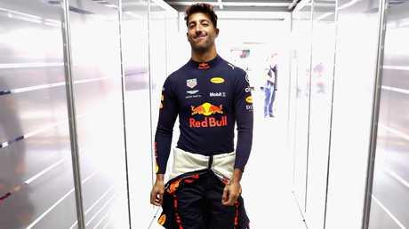 Daniel Ricciardo goes into the garage while training for the Brazilian Grand Prix. Image: Getty Images