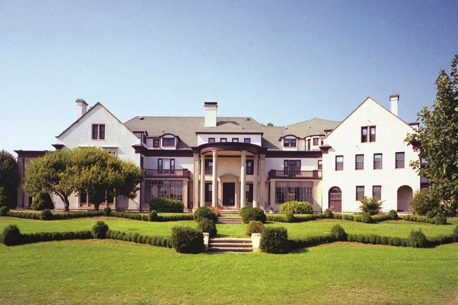 The History Of The Hamptons Mansion Villa Maria