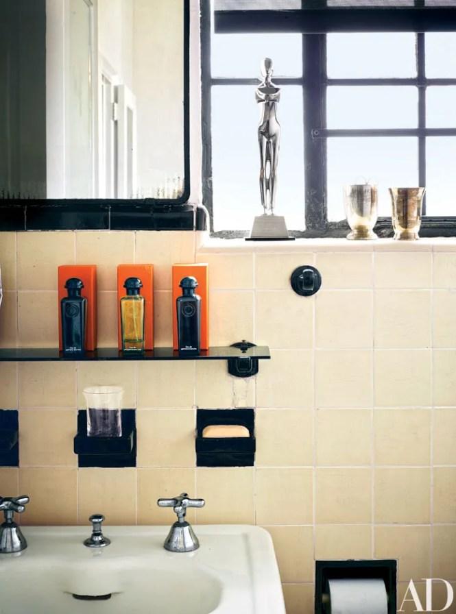 10 Small Bathroom Storage Ideas That