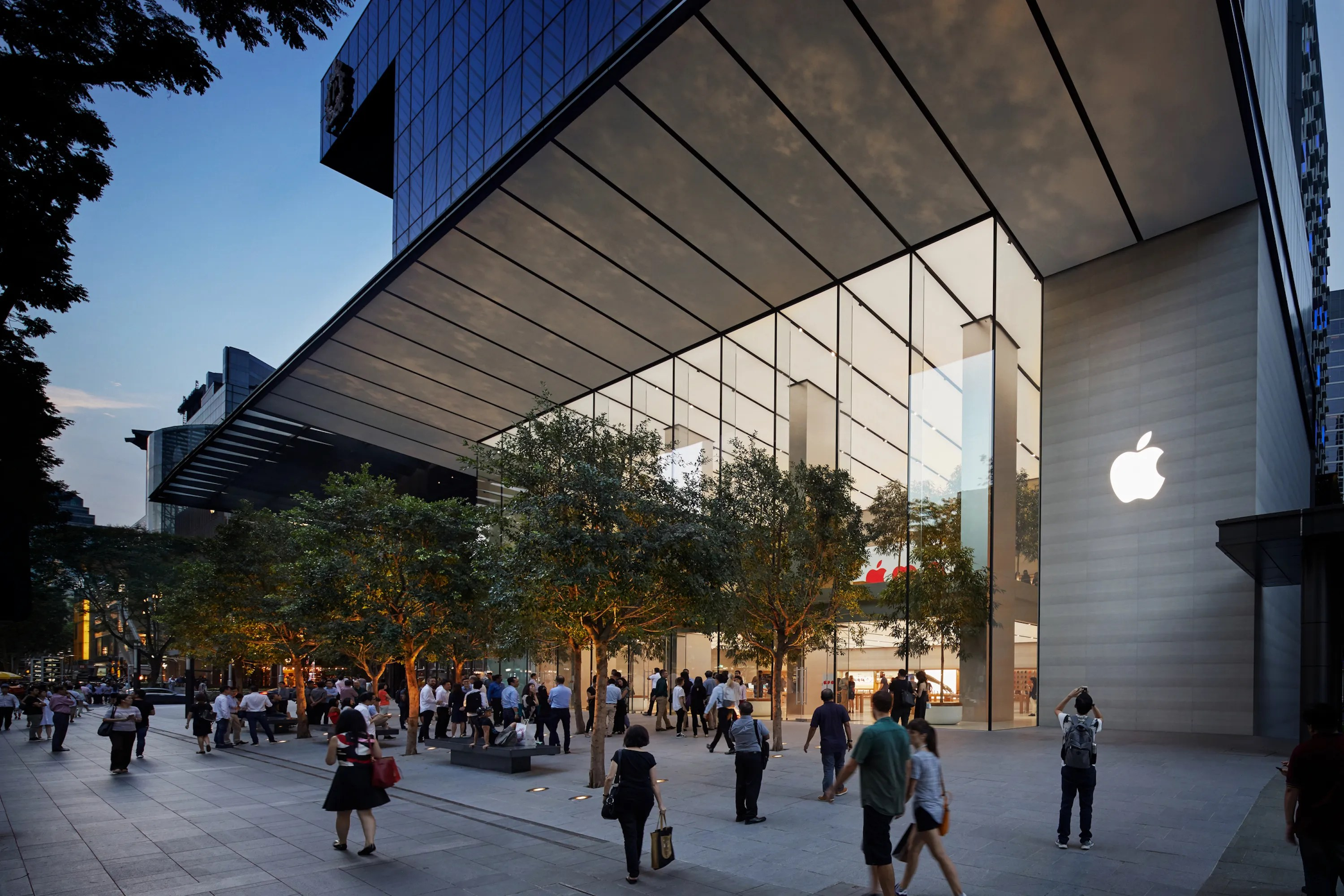 Foster Partners Opens The Greenest Apple Store In The