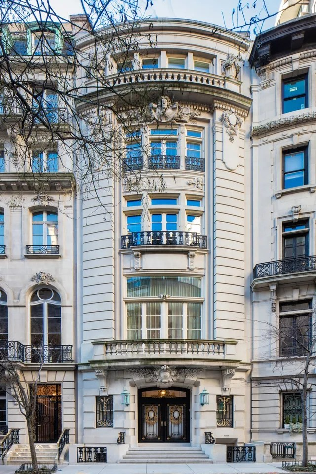 Location: New York, New YorkBuilt: 1910Price: $84,500,000Bed/Baths: 4 bedrooms, 2 full bathroomsSq. Footage: 2,500