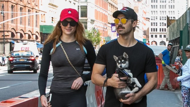 Joe Jonas And Of Thrones S Sophie Turner Go House Hunting In Greenwich Village