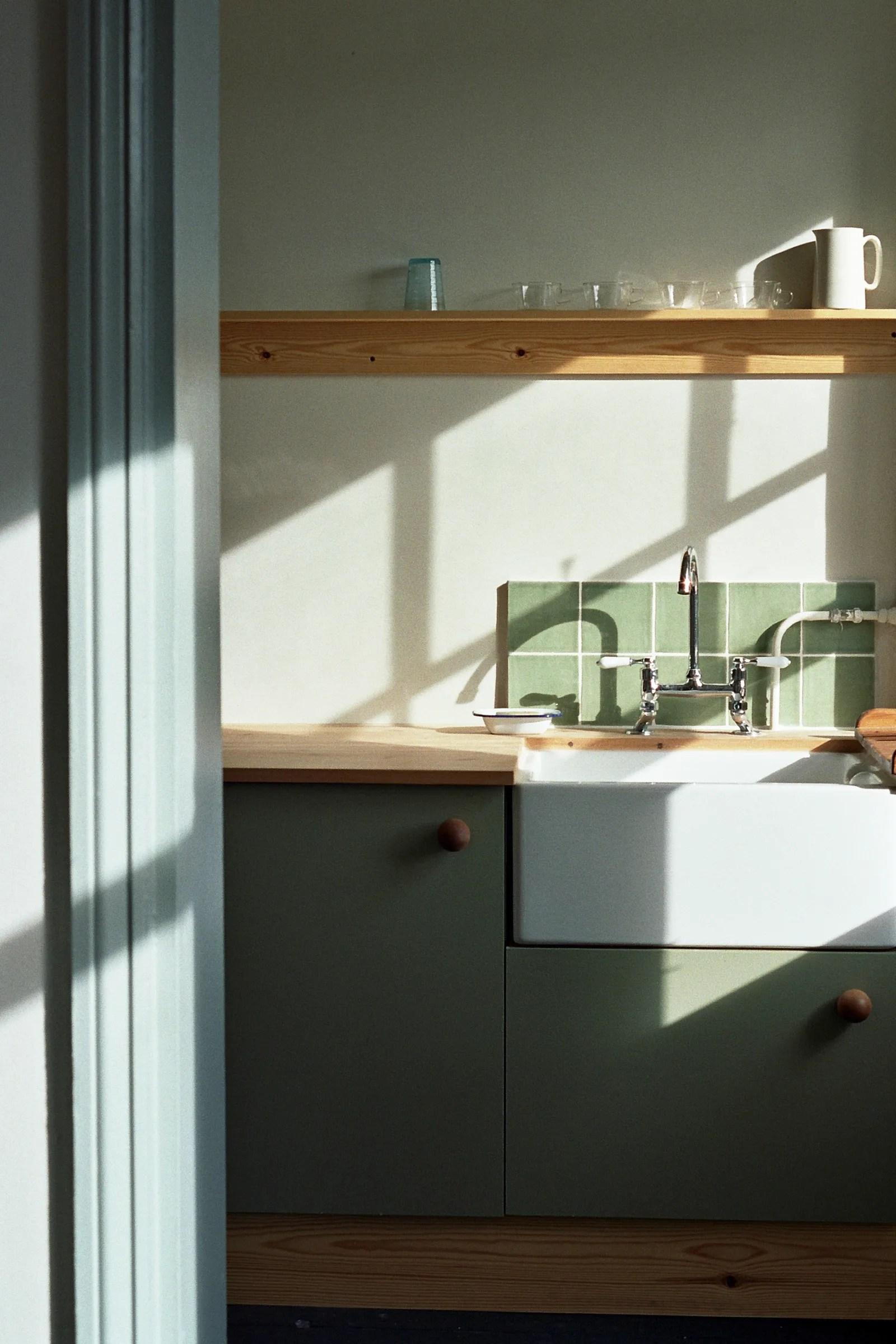 a small kitchen backsplash makes so