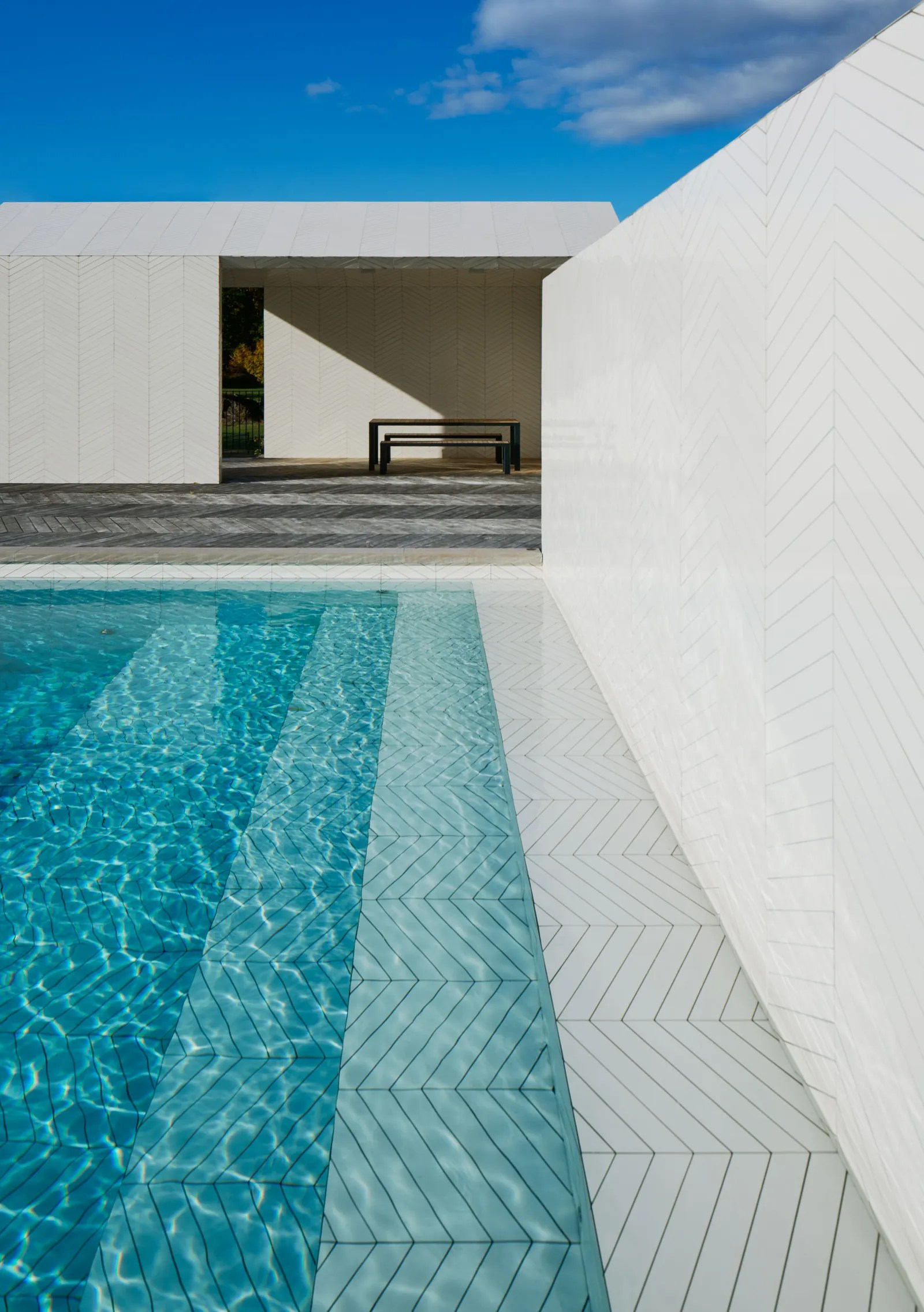 4 unconventional swimming pool tiles