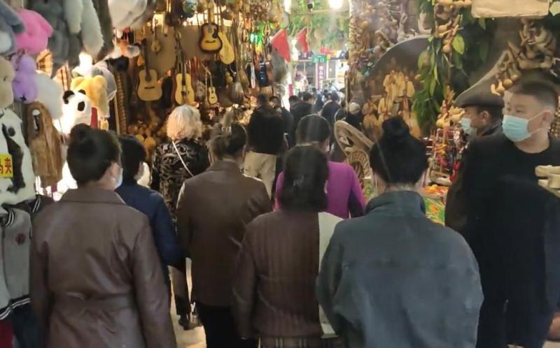 外交官代表团访问新疆市场视频截图