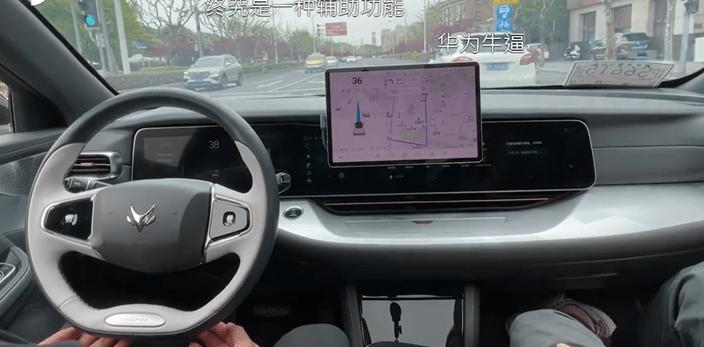 华为仅从上海市中心开车。  (在线屏幕截图)