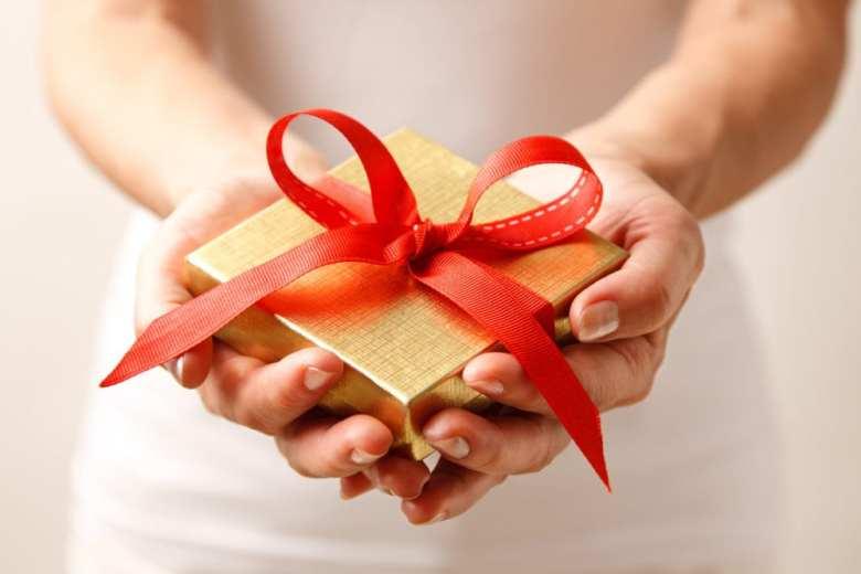 att ge, givande, tacksamhet, jul, julklappar, glädje, lycka, ge till andra, att få, bättre hälsa, bra hälsa, må bra, psykologi, kroppen, kroppslig hälsa, fysisk hälsa, välbefinnande, välmående, forskning om att ge, livsstil