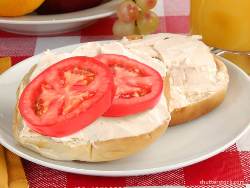 Bagel with Tomatoes