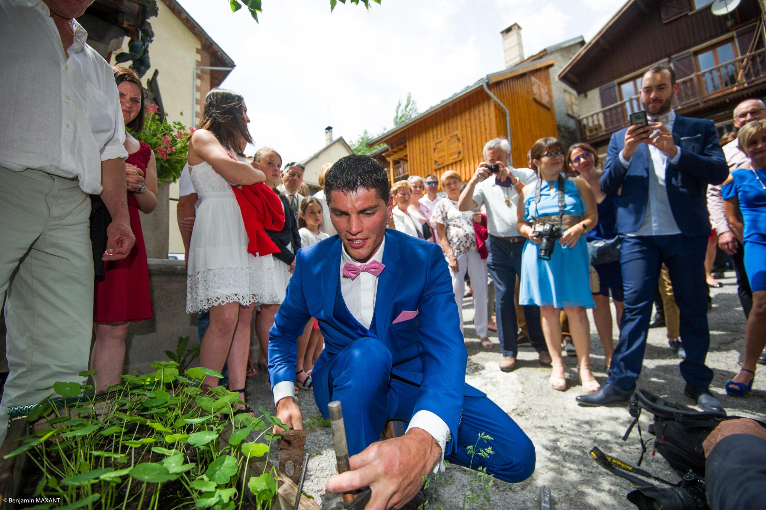 Petite épreuve de bricolage du marié avant la cérémonie civile