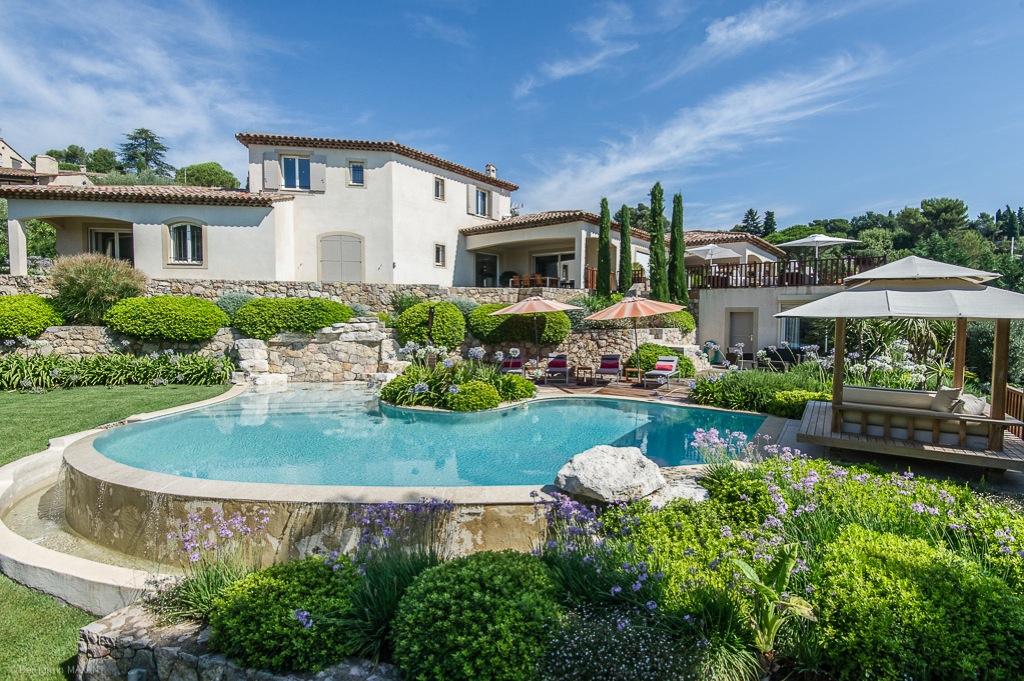 Shooting photos immobilier de villa / maison - piscine et villa à Mougins