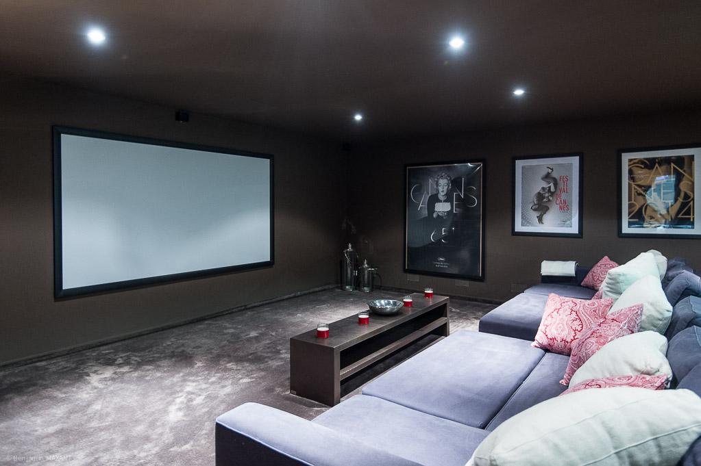 Shooting photos immobilier de villa / maison - salle de cinema