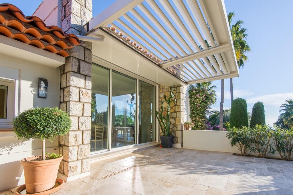 Shooting photos immobilier de villa / maison - entrée extérieur