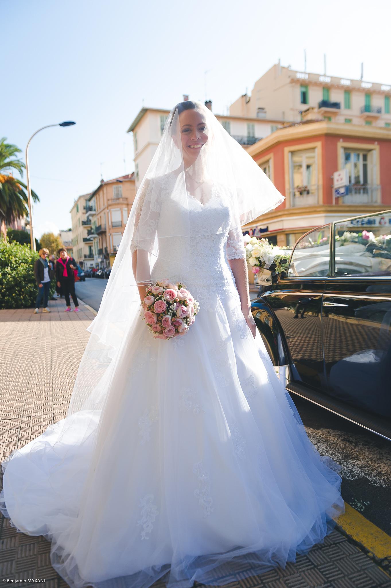Mariage Valentine et Nicholas - arrivée à la mairie de Menton
