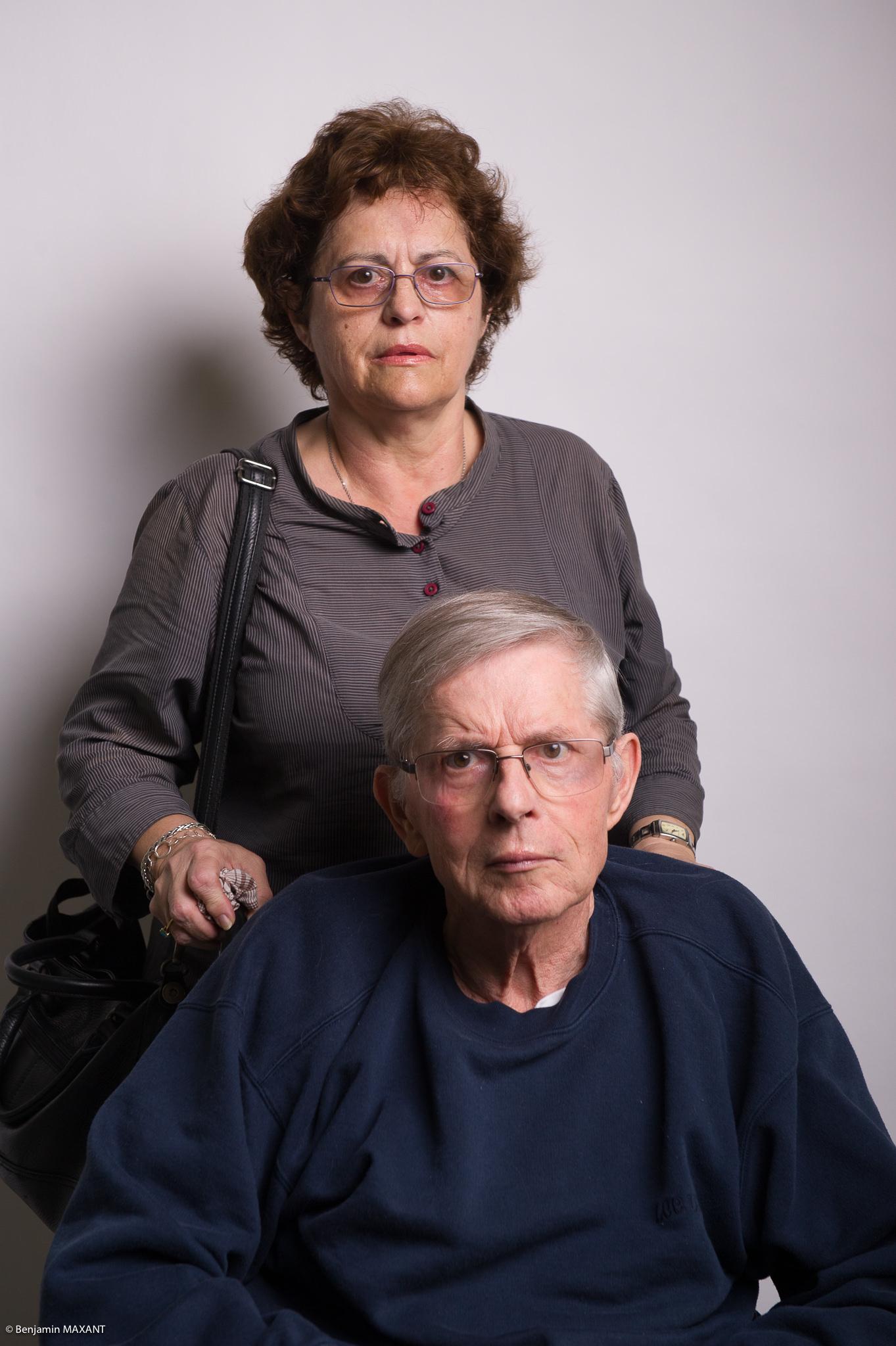Portrait studio d'une personne âgée - fille et père