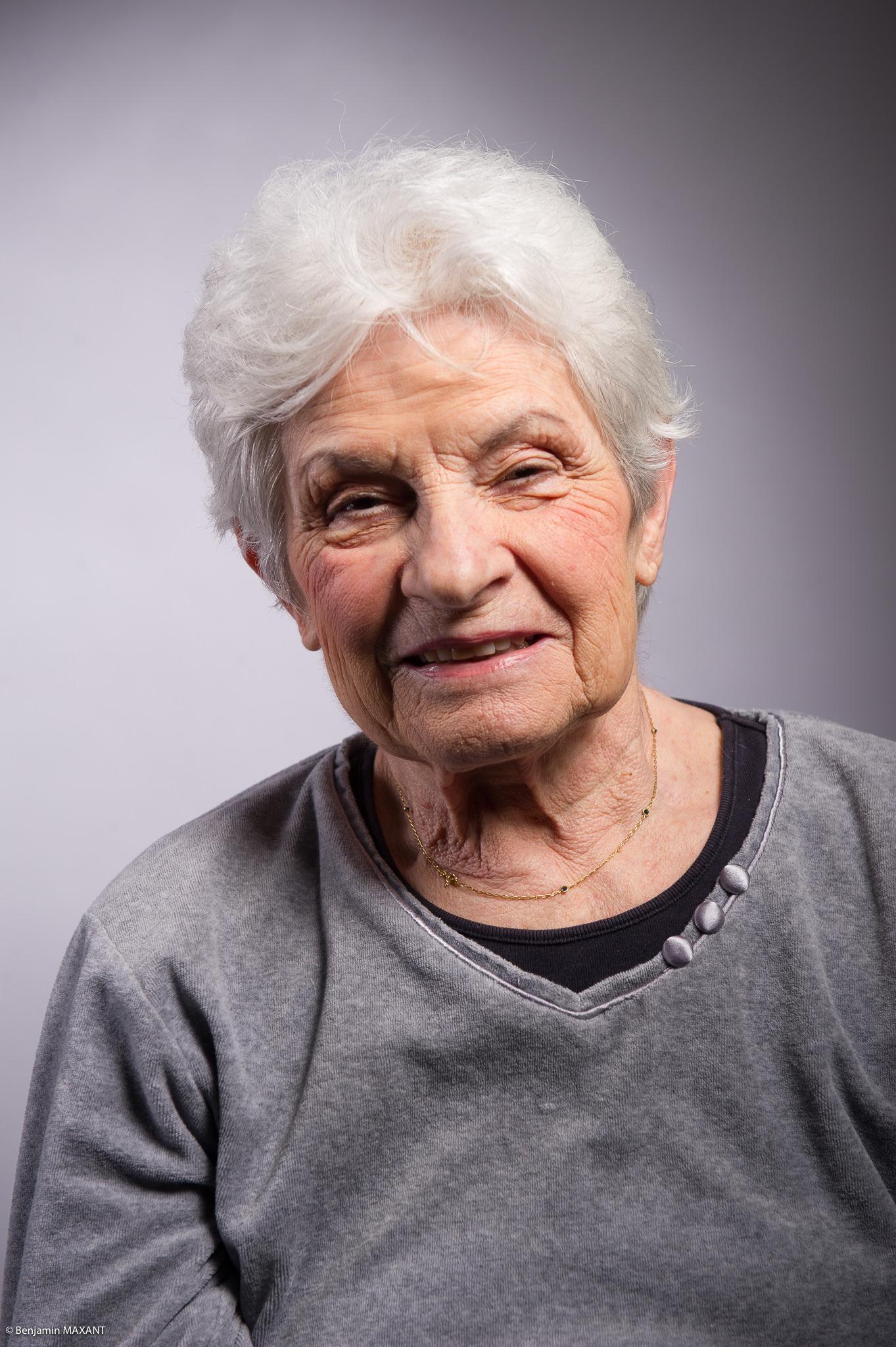 Portrait studio d'une personne âgée -