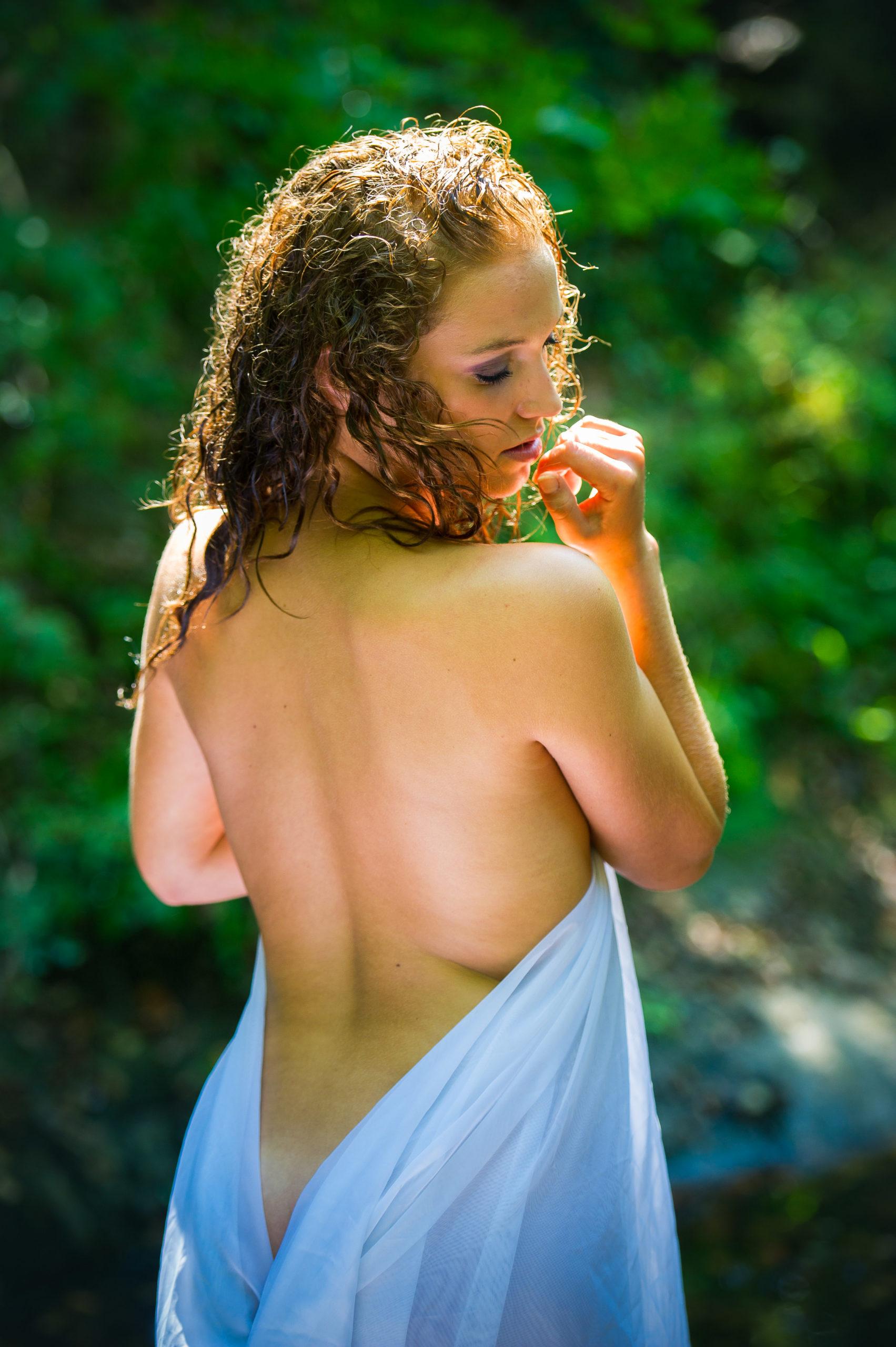 Shooting photo nu en forêt avec Aurélie -