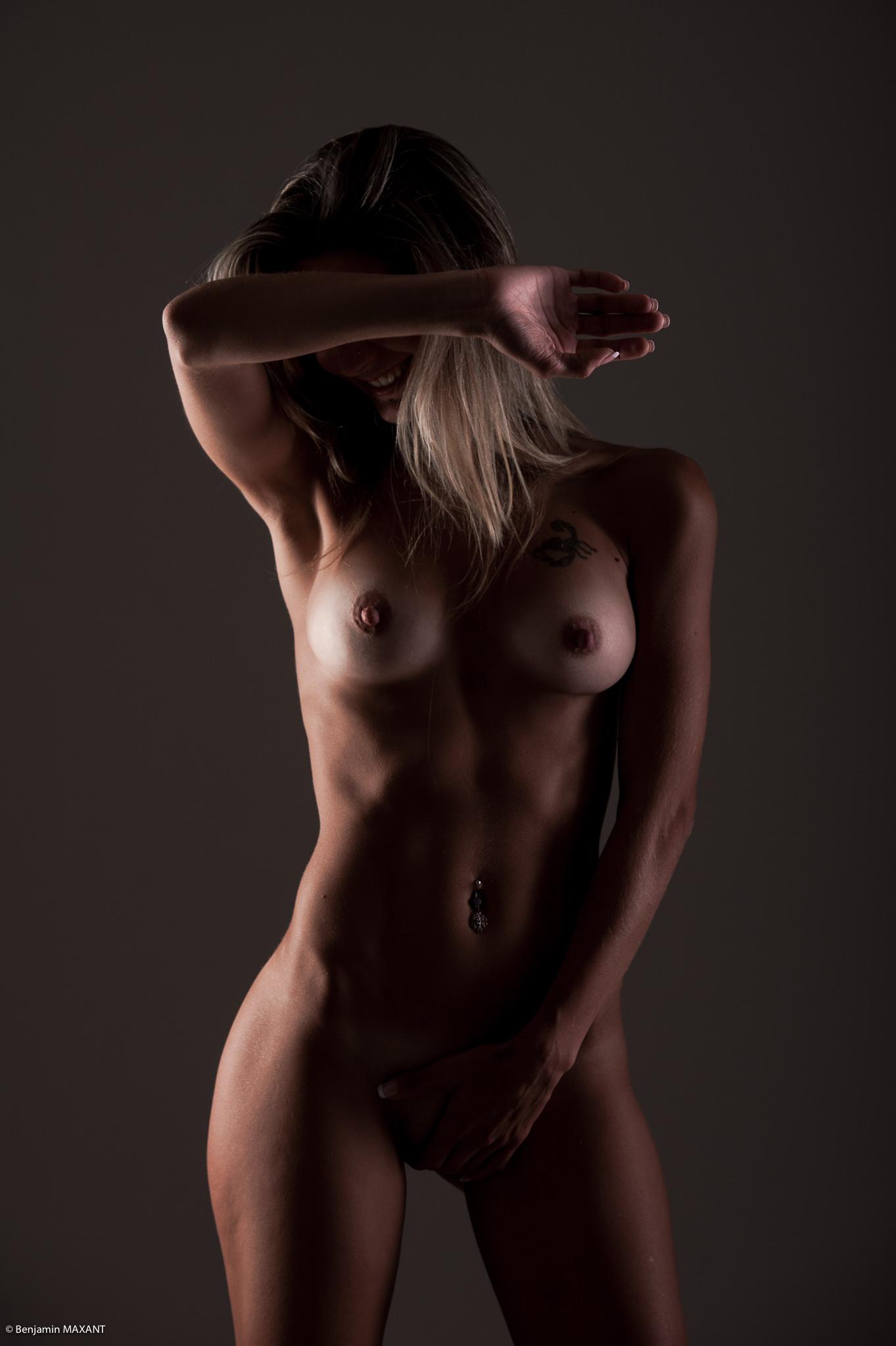 Séance photo lingerie en studio avec Emeline - nue visage caché