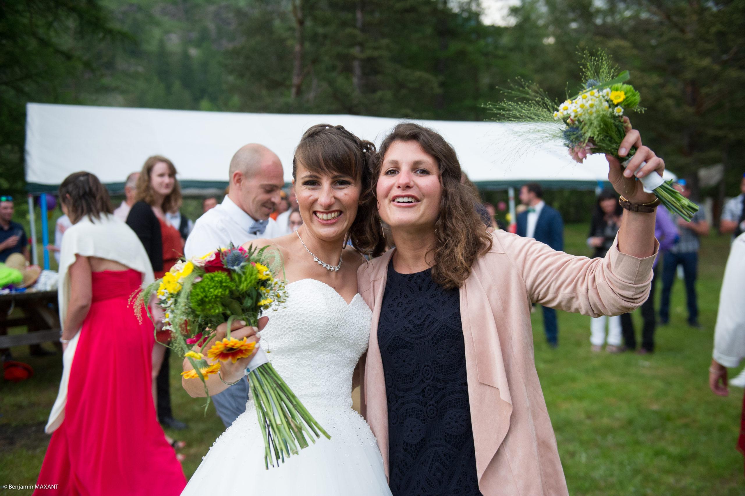 Deuxième lancer de bouquet de la mariée