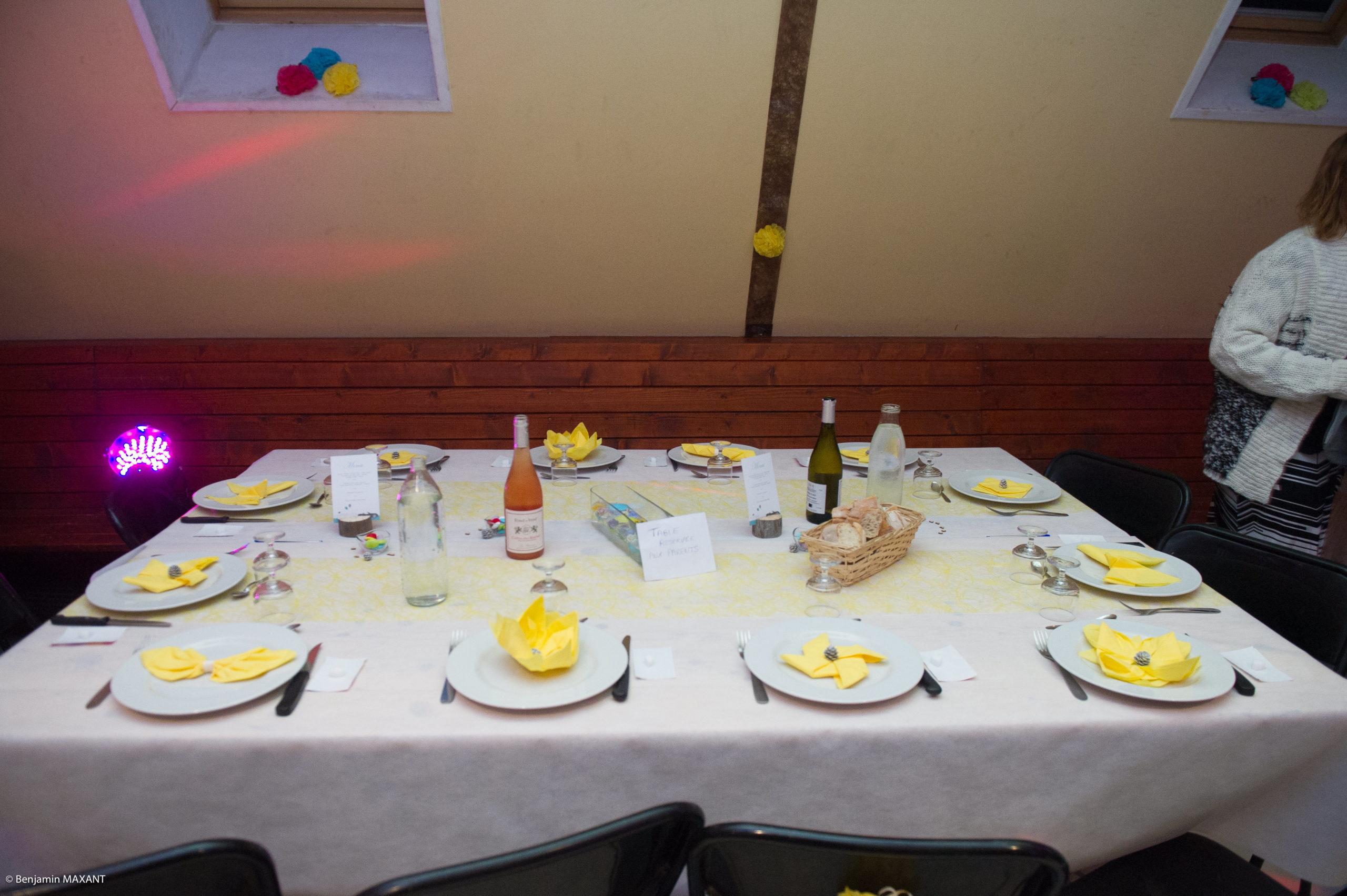 Décoration des tables de la salle de mariage