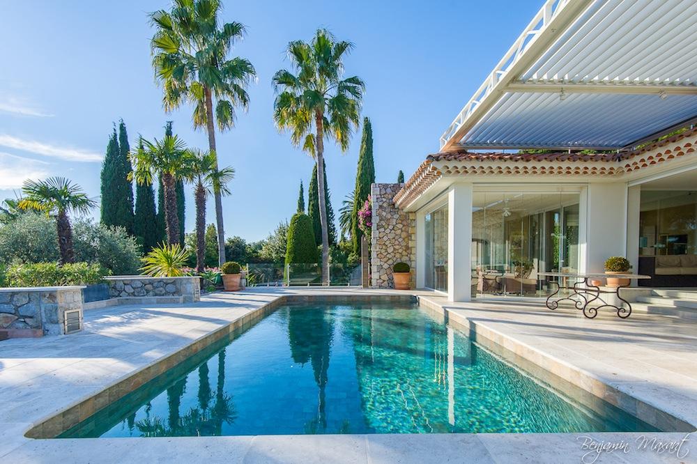 Shooting photos immobilier de villa / maison - piscine d'une villa à Cannes