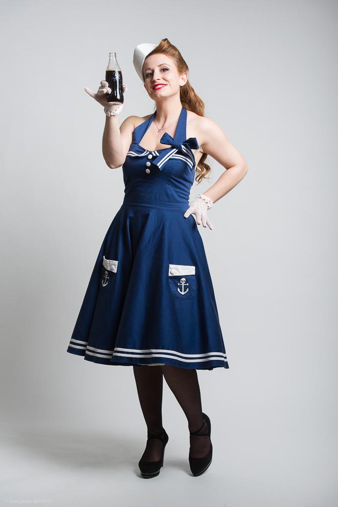 Séance photo Pinup en studio avec Laetitia - tenue marine avec caméra