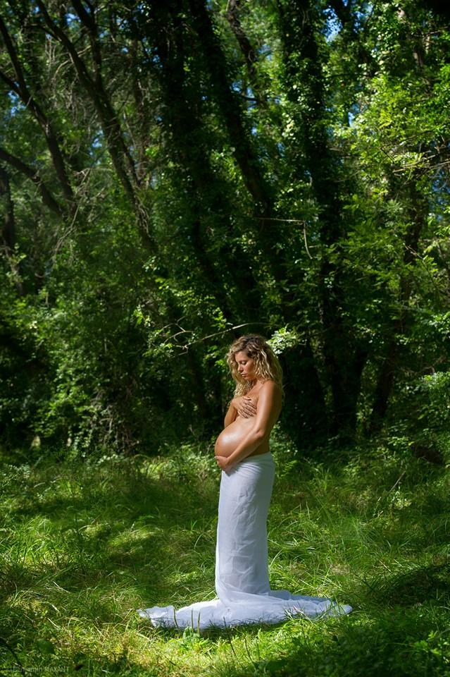 Pregnancy photo shoot in the forest
