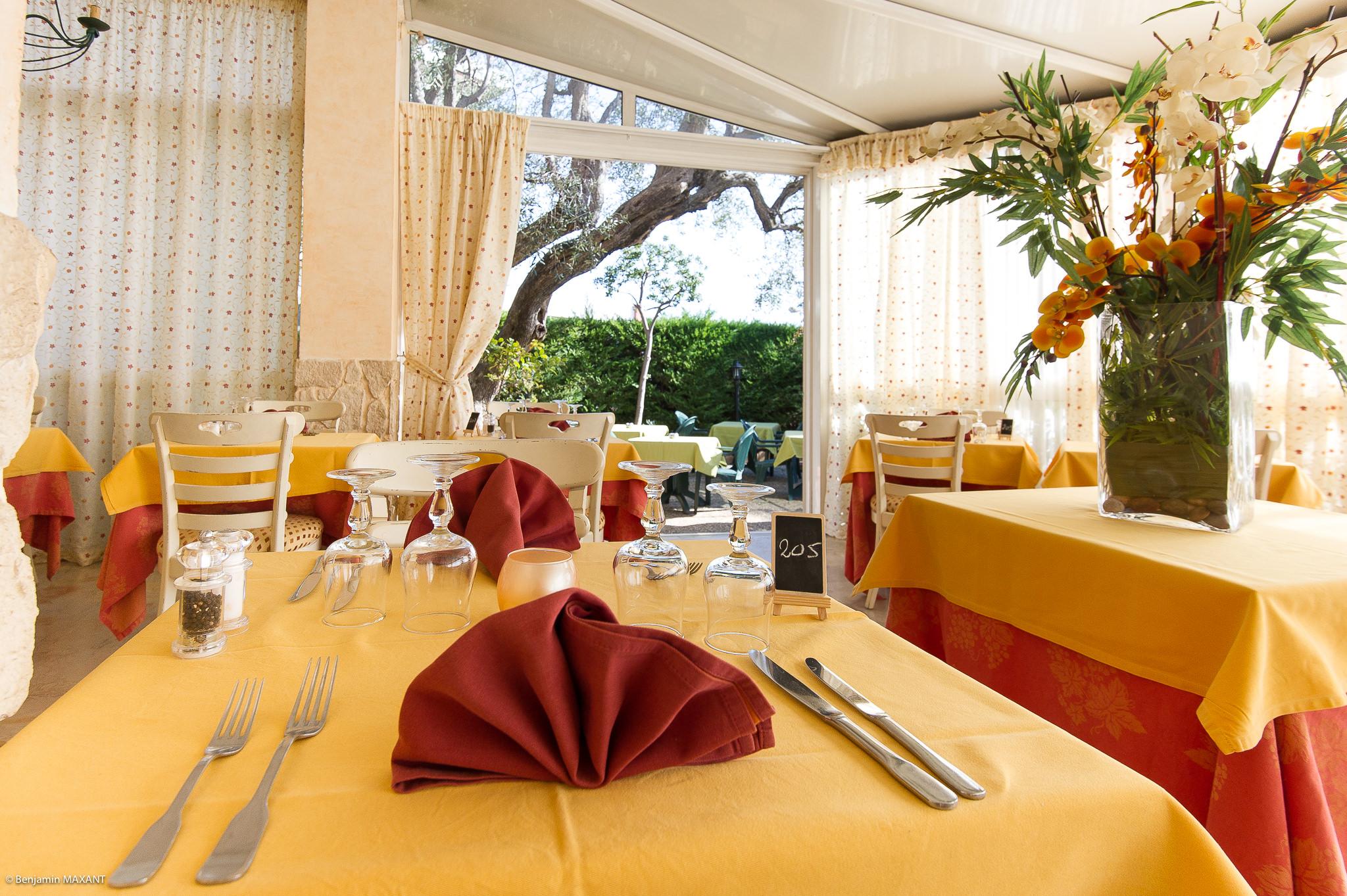 Reportage photo immobilier - Hotel Les orangers à Cannes - salle à manger