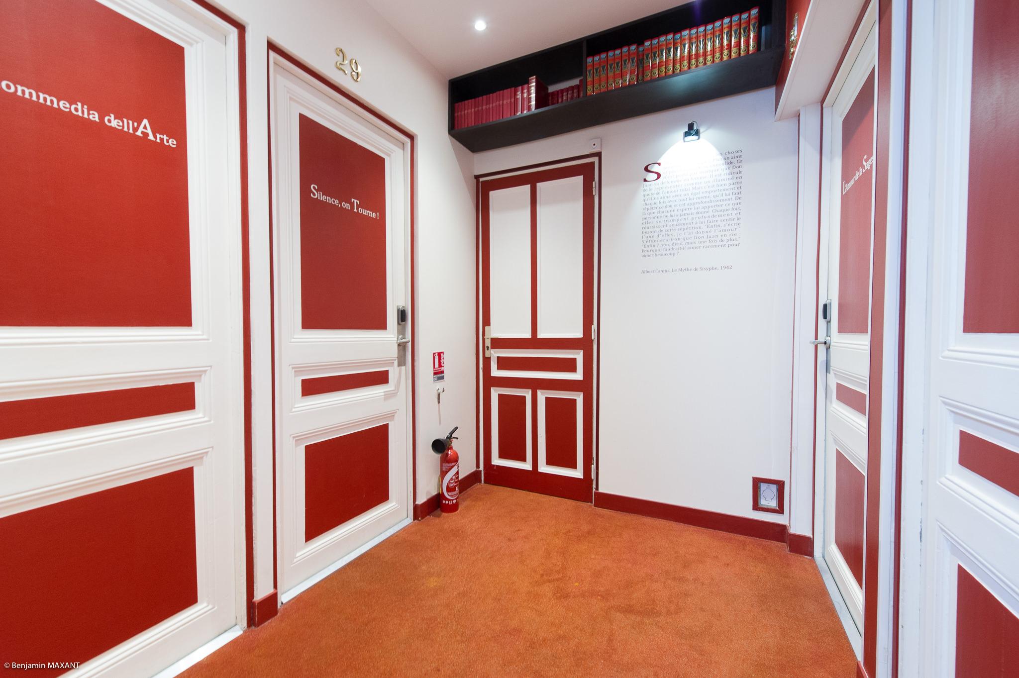 Reportage photo immobilier - Hôtel Idéal - couloir et porte des chambres